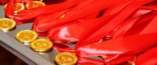 Медалями для выпускников